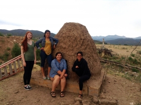 UW students who constructed an horno.